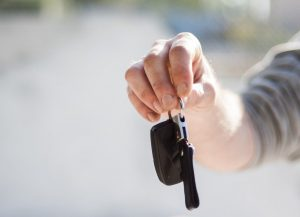 Handing over keys to a car to a renter as a way to make extra money with your car